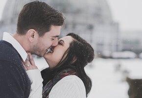 Флешмоб поцелуев устроили десятки пар в Екатеринбурге