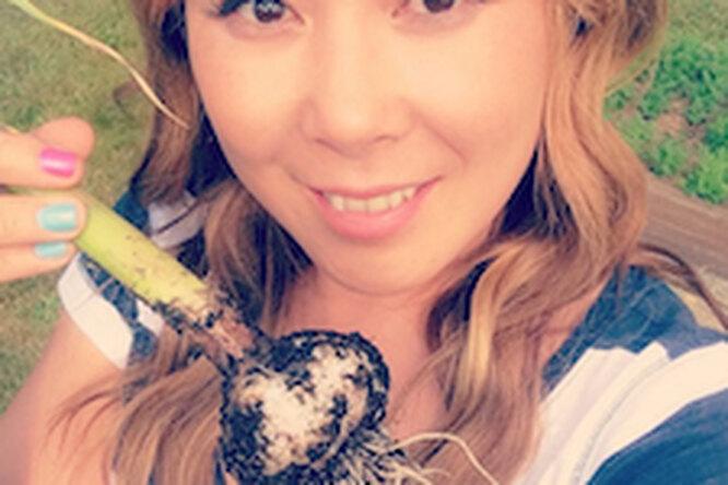 Анита Цой собирает урожай. Что растет вее огороде?