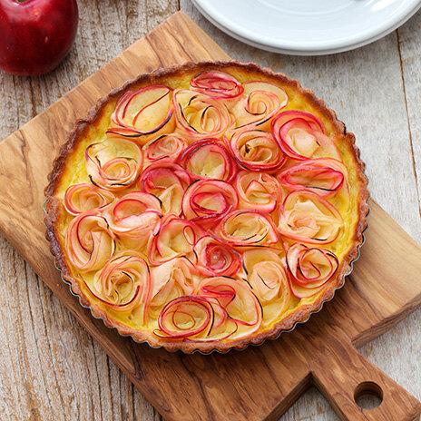 Рецепт кростаты с фисташковым франжипаном и яблочными розами