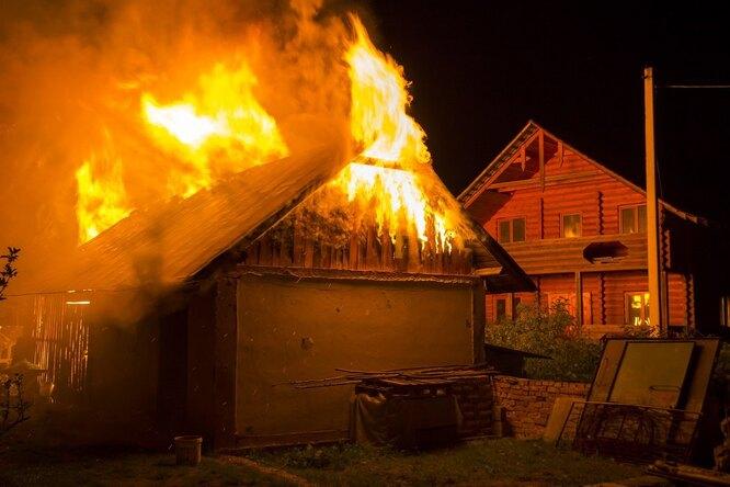 Пятнадцатилетний школьник изСвердловской области спас семью изпожара