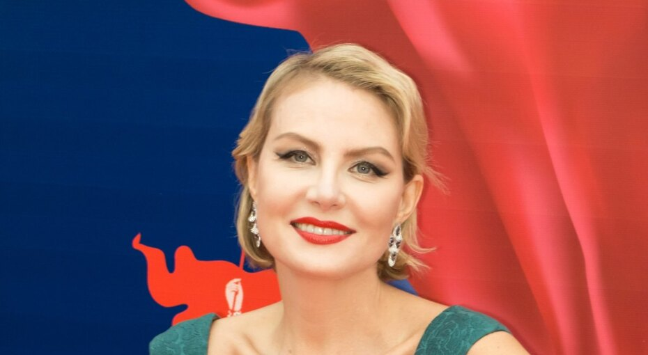 «Несравненная дива». Рената Литвинова топлес восхитила поклонников