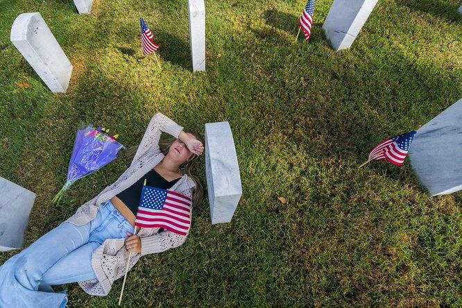 Американская невеста на могиле одного из погибших в боевых операциях