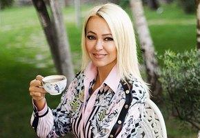 «Лучше, чем вКремле»: Яна Рудковская первая иззвёзд поставила новогоднюю елку