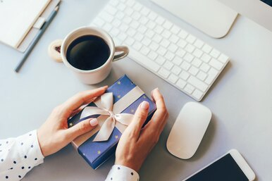 Не дорого иклассно: 7 новогодних подарков коллегам