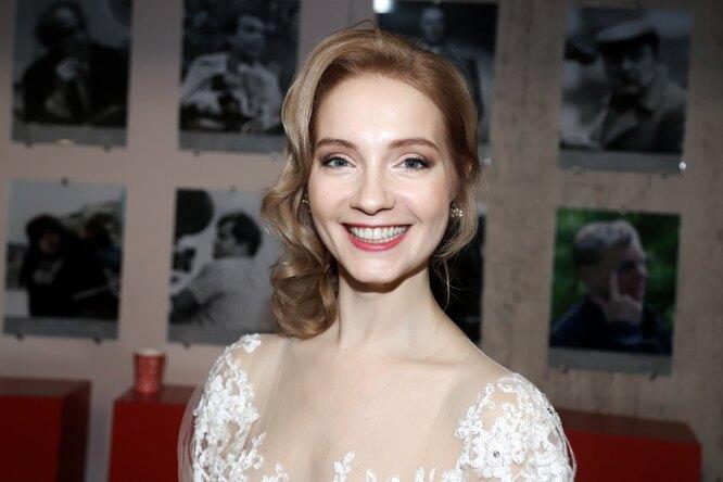 Играет актрису-аферистку, замужем зазвездой «Кухни»: 7 фактов оМарии Луговой