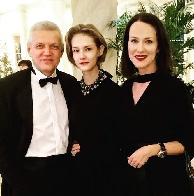 Александр Галибин с женой Ириной Савицковой и дочерью Ксенией