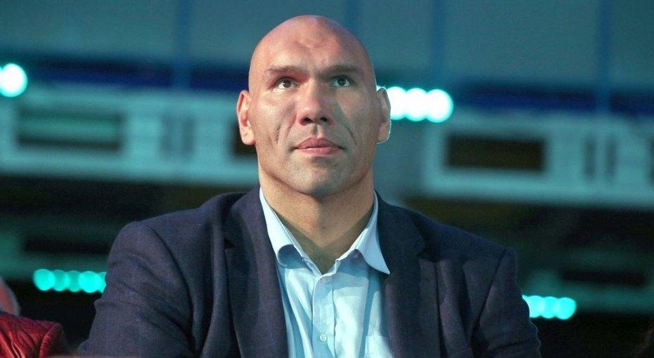 «Светик, врубай!» Николай Валуев показал, как купаются вКрещение чемпионы