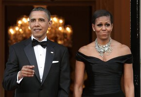 Два миллиона лайков: поклонники обсуждают свадебное фото Барака и Мишель Обамы