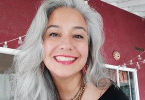 Седина — это модно! Истории женщин, переставших красить волосы