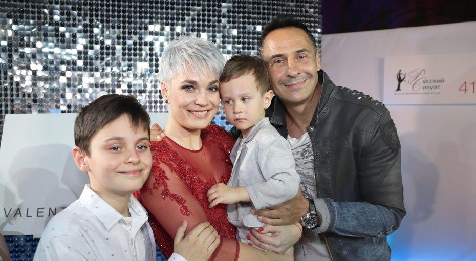 «Две половинки друг друга»: Стас Костюшкин нежно поздравил жену сгодовщиной отношений