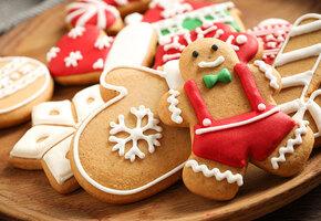 Магазин продает новогоднее печенье с неоднозначным дизайном. Мамы — в ярости!