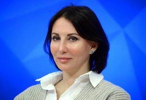 «Все без фотошопа, не умею!» 51-летняя Алика Смехова выложила фото в купальнике