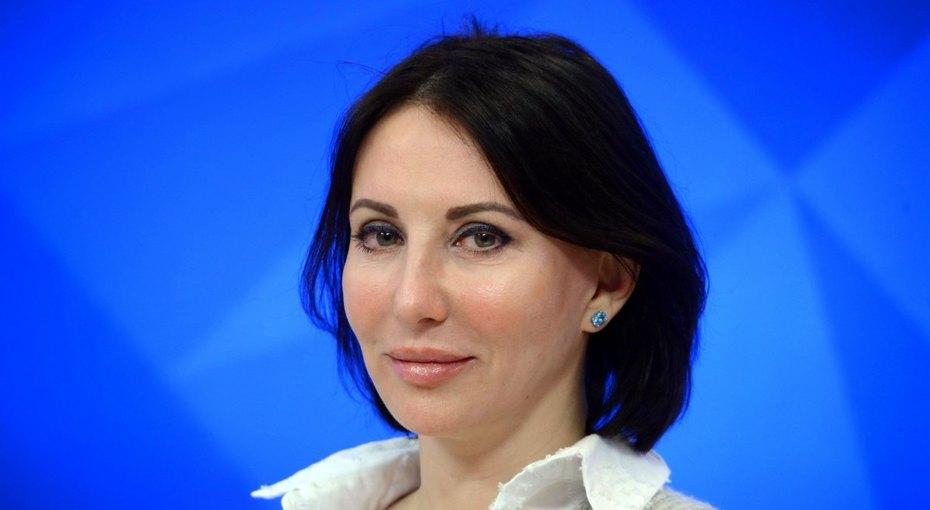 «Все безфотошопа, неумею!» 51-летняя Алика Смехова выложила фото вкупальнике