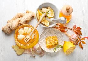 Чеснок, мед, витамин D — что из этого укрепляет иммунитет, а что нет?