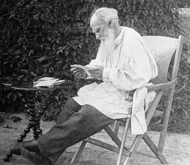 Лев Толстой разбирает утреннюю почту