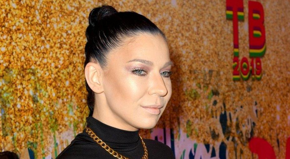 «Без макияжа красивее»: 37-летняя певица Елка показала фото безгрима иукладки