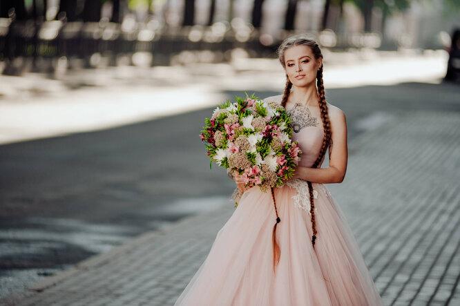 невеста в розовом