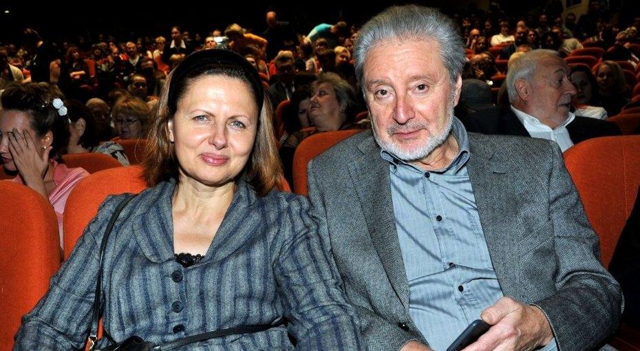 «В этом образе превосходен»: Галина Аксенова выложила фото 79-летнего Вениамина Смехова сдлинными кудрями