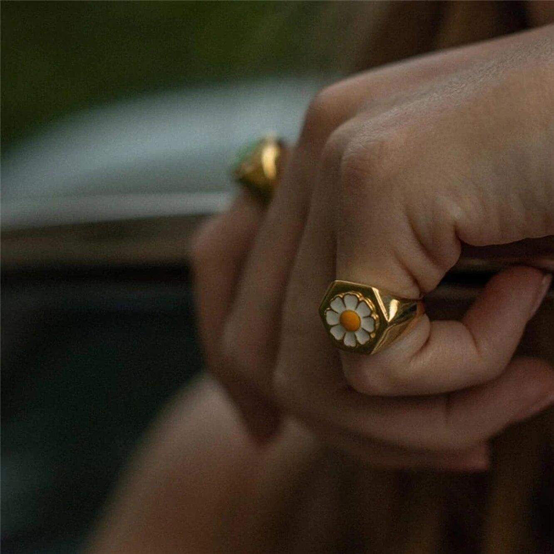 Кольцо с ромашкой, 293 руб