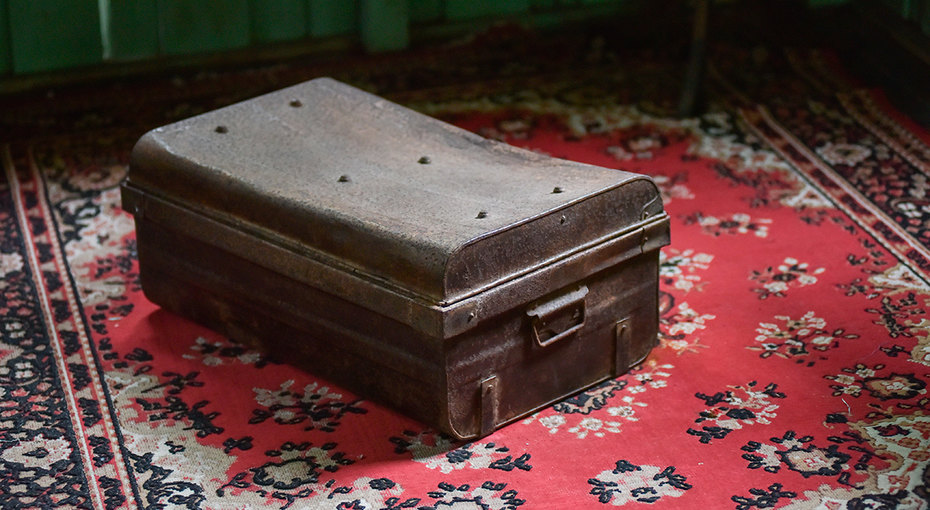 Парень обнаружил начердаке коробку, которую неоткрывали 80 лет — ирешился внее заглянуть