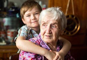 Двухлетний мальчик и 99-летняя женщина случайно стали близкими друзьями
