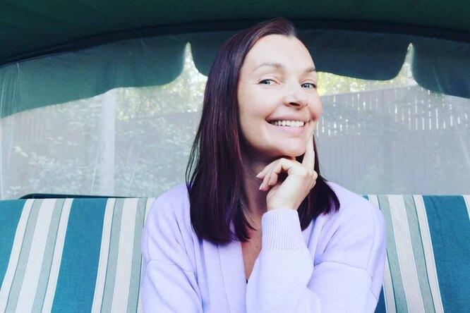 «Вы только похорошели»: 45-летняя Наталия Антонова восхитила поклонников стройной фигурой черезполгода после четвертых родов