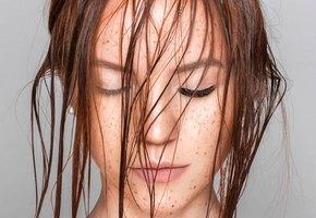 Лайфхаки, которые спасают при грязных волосах: сухой шампунь, присыпка, хвост