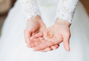 Невеста решила надеть утягивающее бельё на 9-летнюю падчерицу. Ей резко ответили
