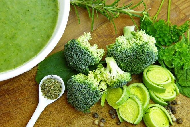 Холодный суп с брокколи и картофелем