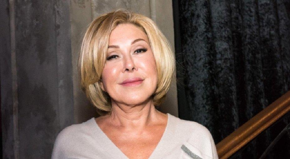 «Не хороша, а бесподобна»: 65-летняя Любовь Успенская показала стройную фигуру вмини-комбинезоне