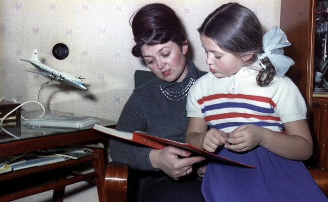 Супруга Владимира Комарова с дочерью