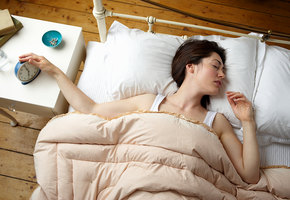 15 ценных советов от людей, которым удается легко вставать по утрам