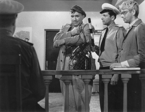 """Кадр из фильма """"Операция «Ы» и другие приключения Шурика"""" (1965)"""