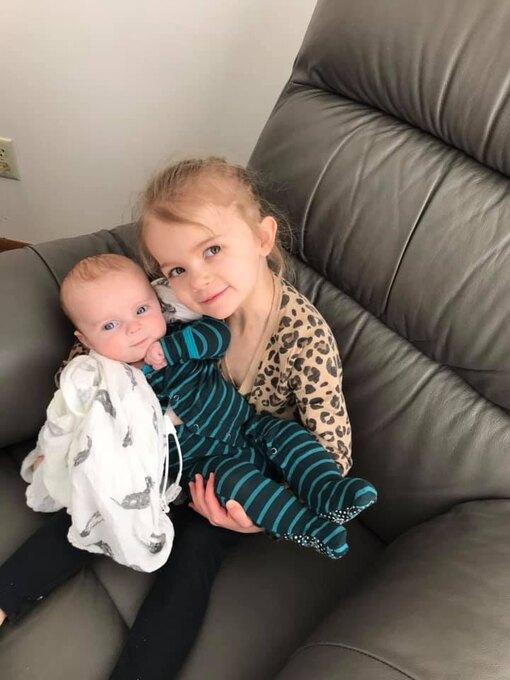 новорожденный с девочкой