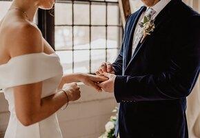 Монеточка и другие звезды переписали свадебные клятвы для здоровых отношений