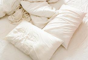 Как спасти старые пожелтевшие подушки?