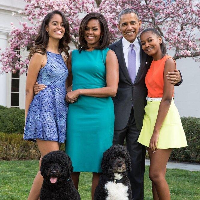 Мишель и Барак Обама с дочерьми Малией и Сашей (Наташей)