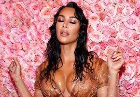 10 самых откровенных платьев Ким Кардашьян: неожиданный вырез и другие фишки