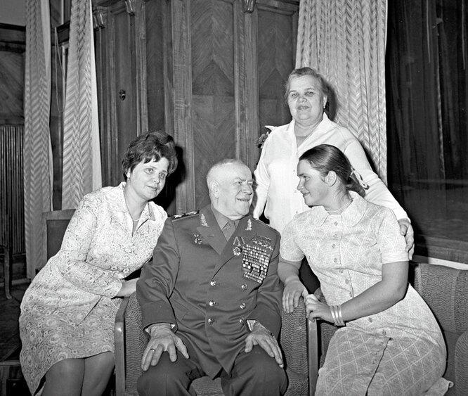 Георгий Константинович Жуков с женой и дочерью