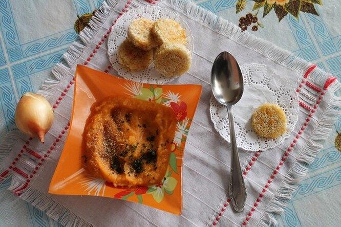 Суп-пюре из тыквы с гренками