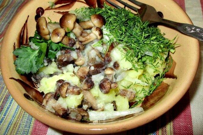 Постный салат с картофелем и грибами