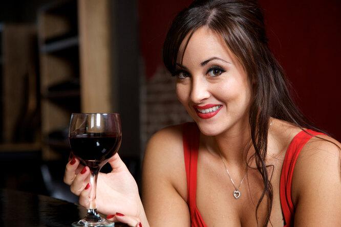 Это уже алкоголизм! 9 мифов обалкоголе, вкоторые верят женщины