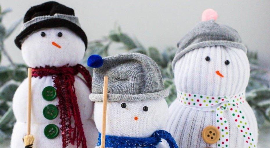 Снеговики из детских носков и еще две простые поделки из фетра