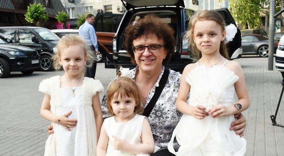 Новая подруга Ромы Жукова, оставившего жену с6 детьми: «Они год уже вместе нежили»