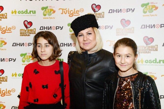 Ева Польна с дочками