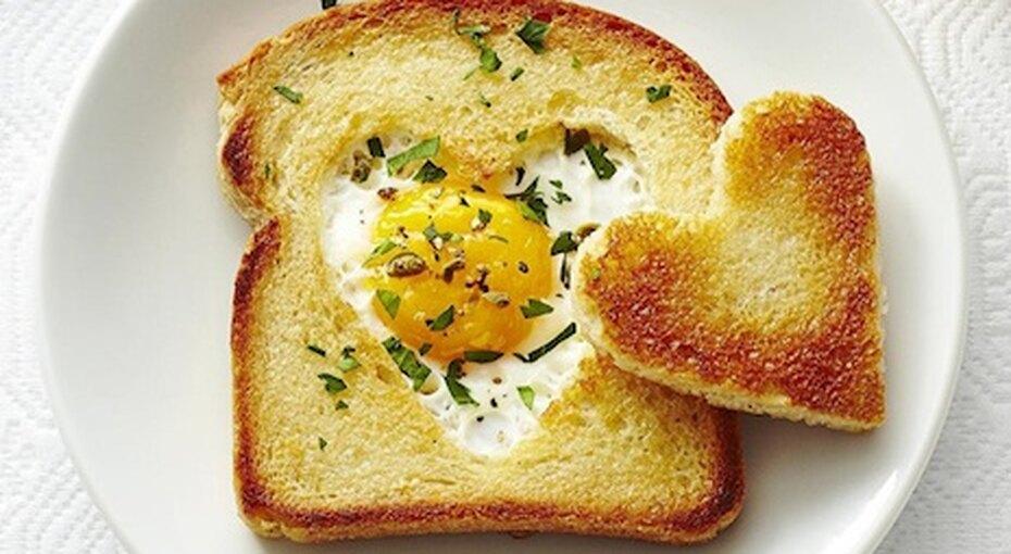 Завтрак длялюбимого человека: тост, маффины иконфеты ручной работы