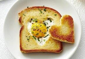 Завтрак для любимого человека: тост, маффины и конфеты ручной работы