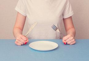 Умри, но выжди 12 часов: что такое окно голода и как оно поможет похудеть