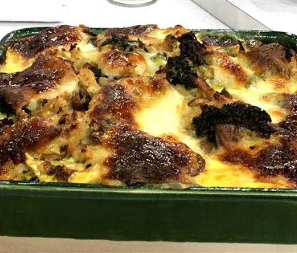 Запеканка из брокколи и грибов с сыром