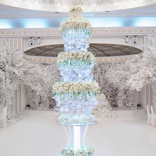 Четырехметровый свадебный торт